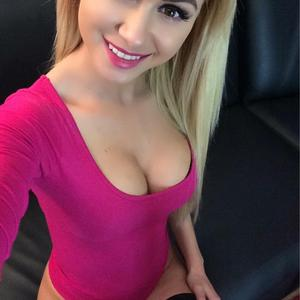 BlondeDoll99 adult chat