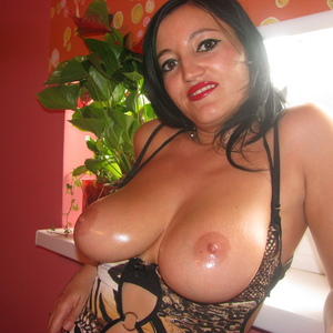 bustymilf_33 adult chat